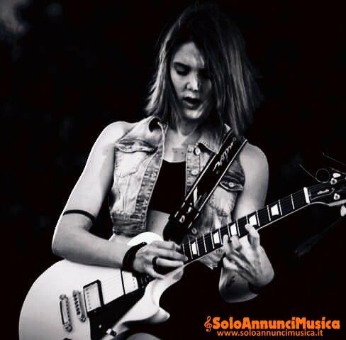 Chitarrista musicista diplomata impartisce lezioni di chitarra classica elettrica e acustica guitar coach